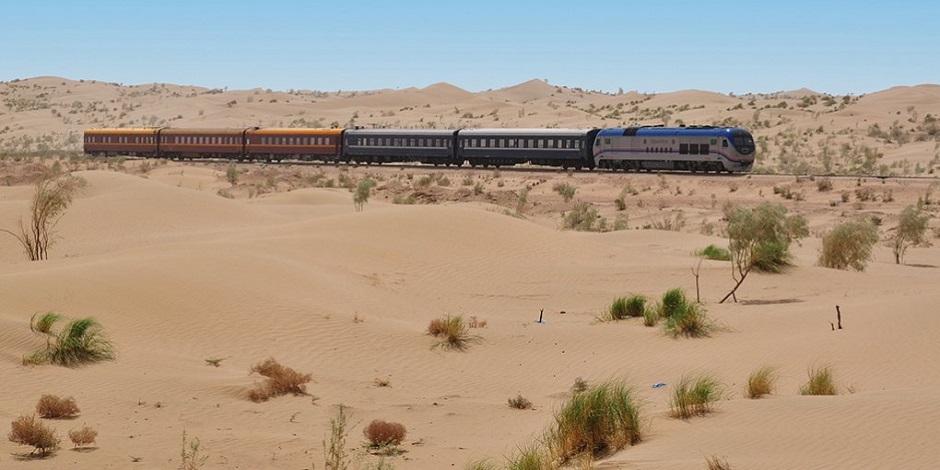 Train Registan dans le désert