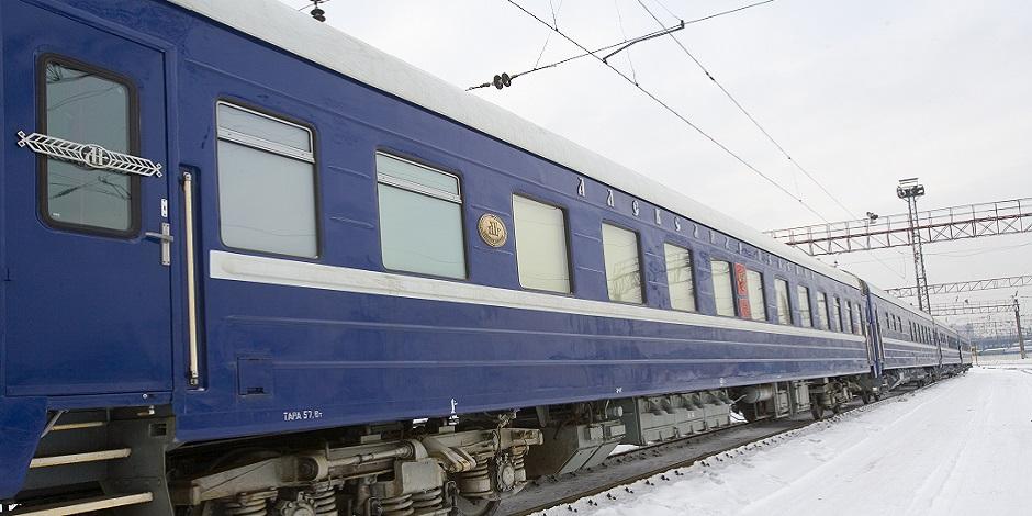 Train Russie Impériale à quai dans la neige